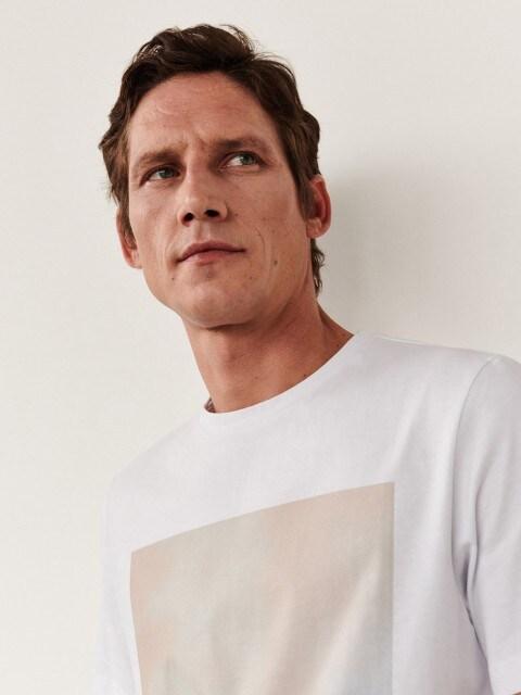 Klassisches T-Shirt mit Druckmotiv