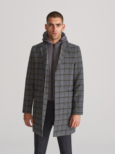 Coat with zip out lining