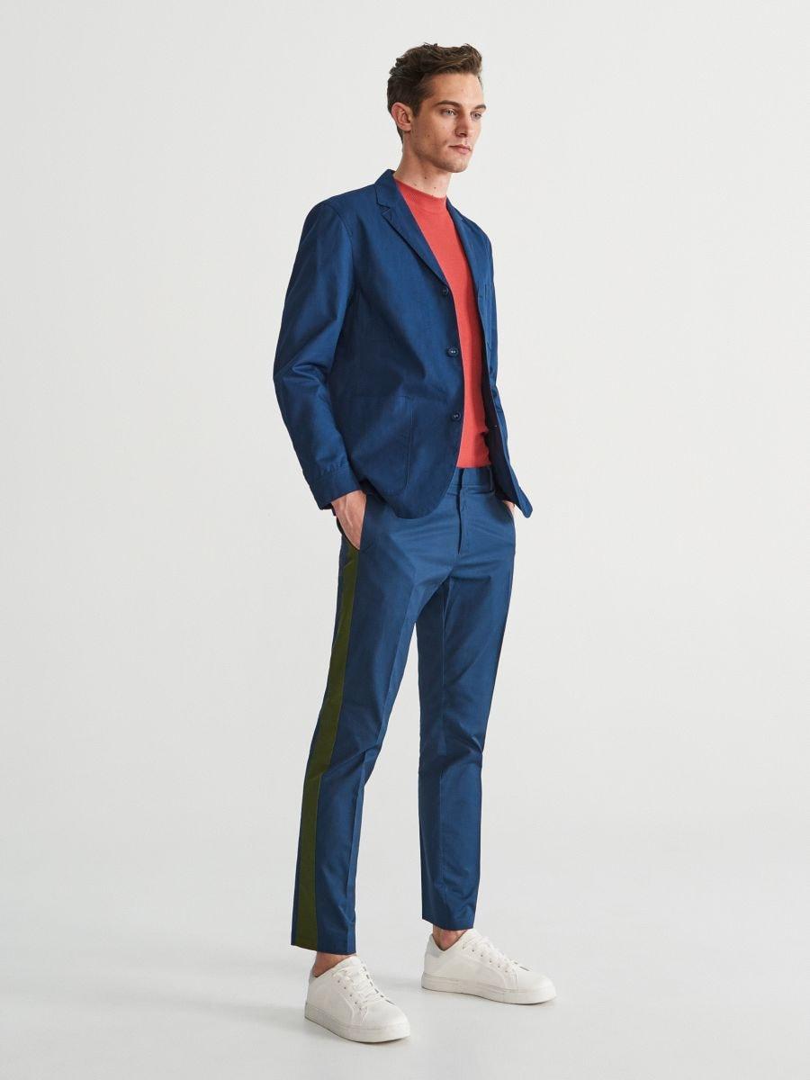 Kalhoty chino spostranními pruhy