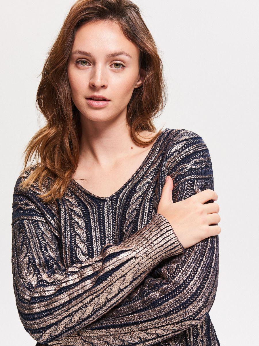 Lesklý svetr