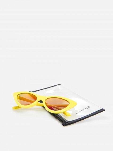 Sluneční brýle se žlutými obroučkami