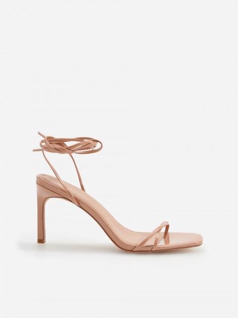 Sandály na vysokém širokém podpatku