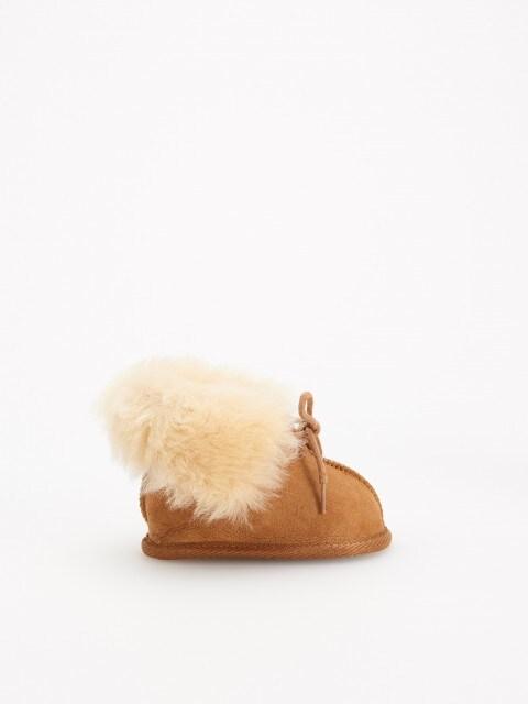 Kožené papuče sdetailem zvlny
