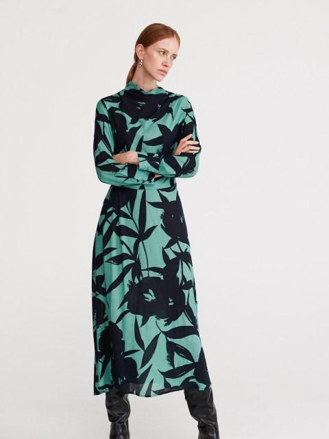 Šaty ze žakárové látky