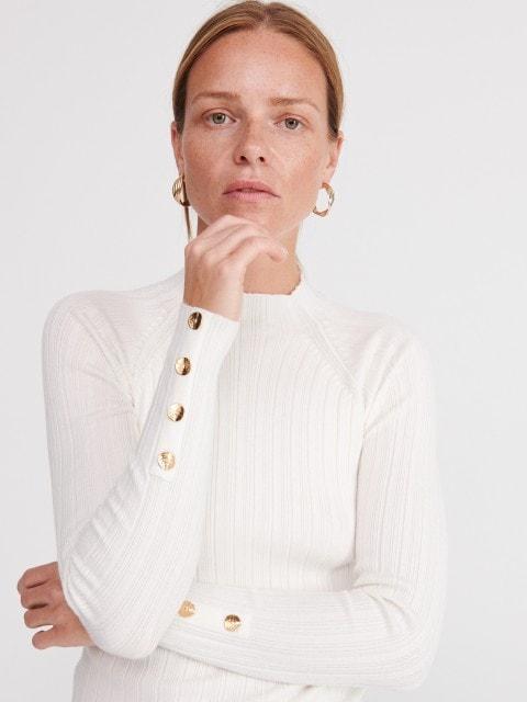 Pullover mit Knöpfen auf den Ärmeln