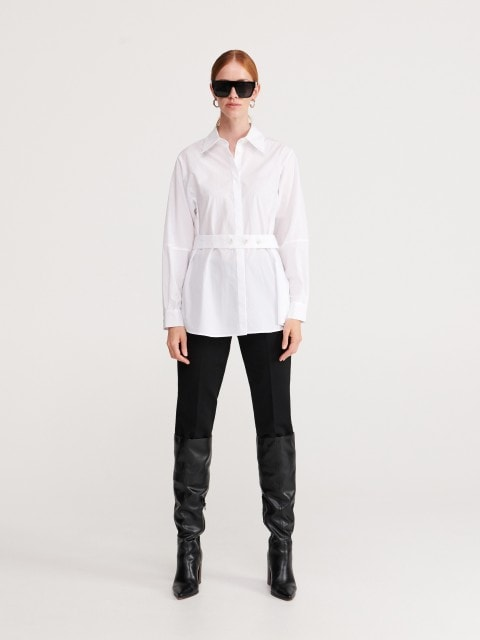 Plain shirt with belt
