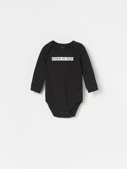 Conjunto de body, pantalón y gorro para bebé