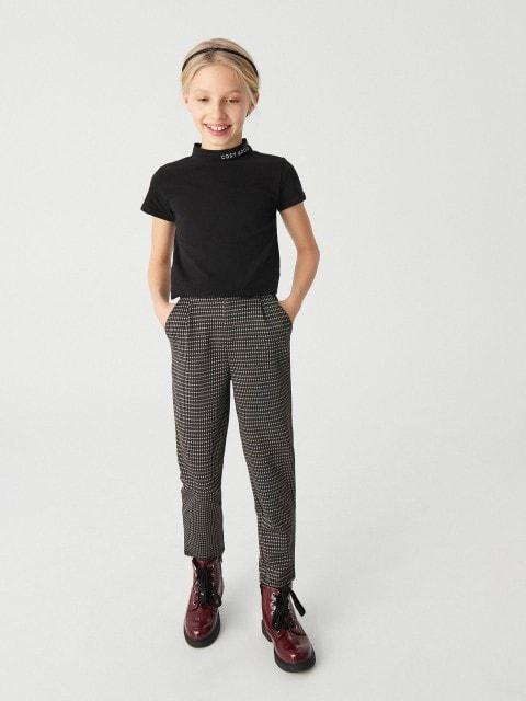 Pantalón slim fit con bolsillos