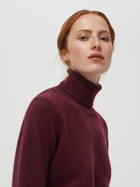Jersey de cuello cisne en mezcla de lana merino y cachemira