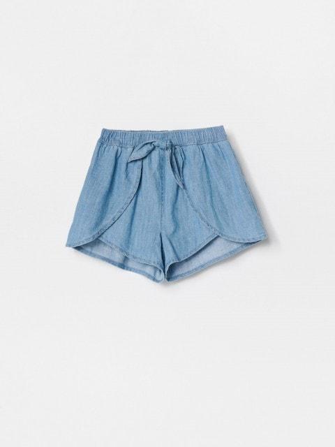 Short en jean à effet portefeuille sur le devant