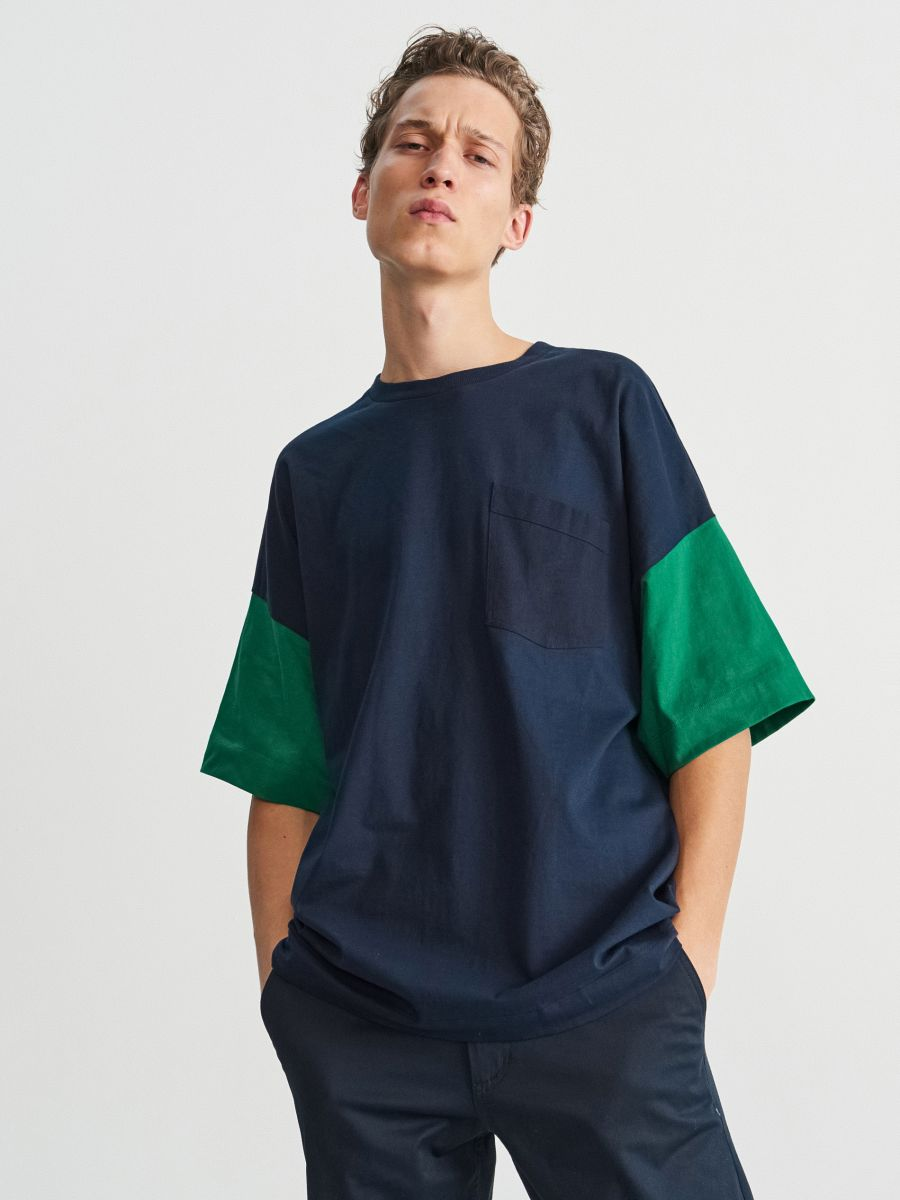 T-shirt with roomy sleeves
