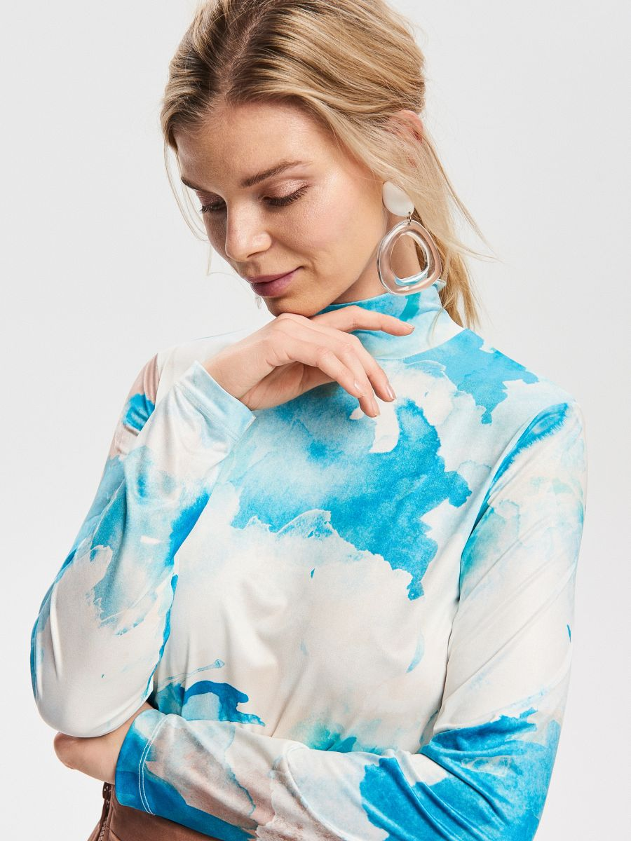 Turtleneck in abstract print