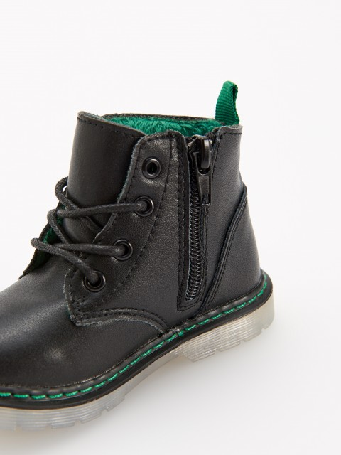 Leather insulated hiking boots