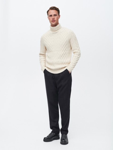 Turtleneck with decorative knit