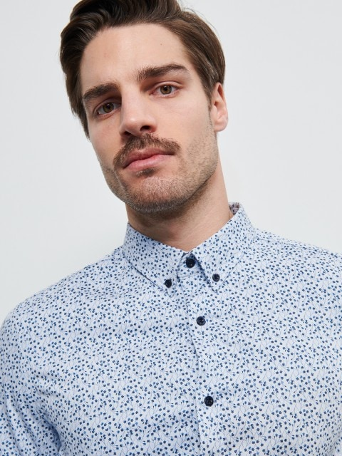 Shirt with fine pattern