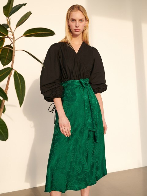 Asymmetric skirt with jacquard pattern
