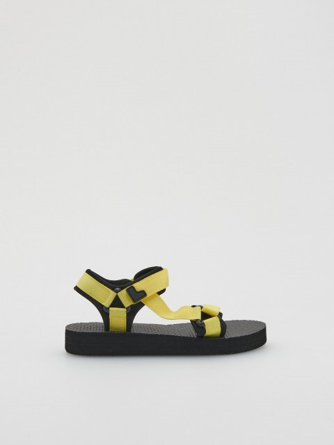 Sandale na kopčanje čičkom