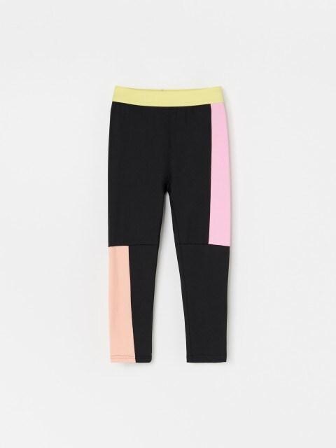 Kevert anyagból készült, sportos stílusú nadrág