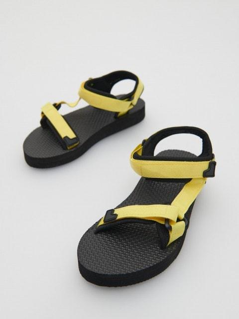 Sandali con chiusura in velcro