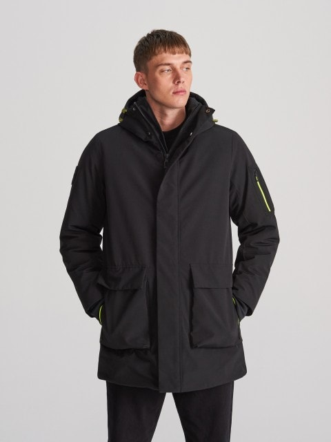 Hooded parka with pockets