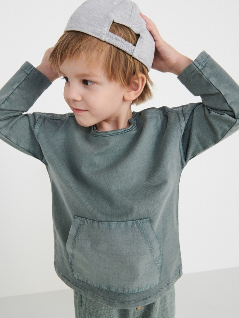 Long sleeve T-shirt with pouch pocket