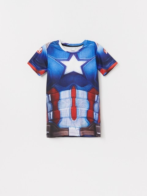 T-shirt with Captain America costume motif