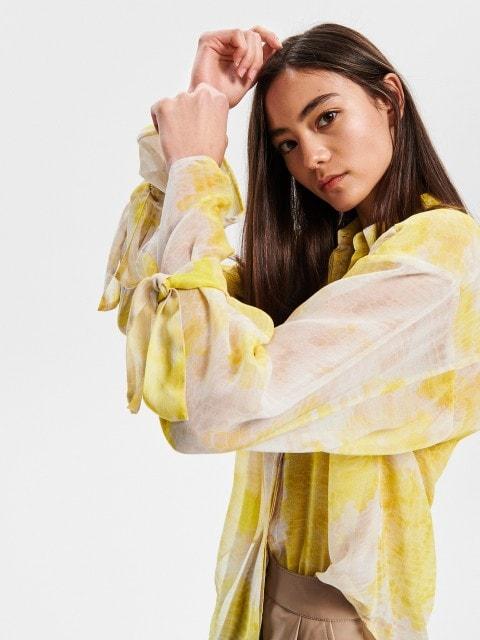 Krekls ar batikojuma efektu
