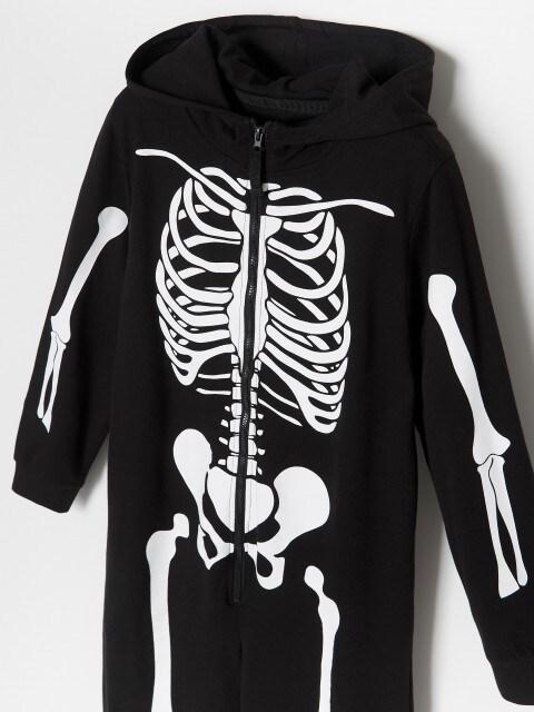 Kombinezons ar skeletu