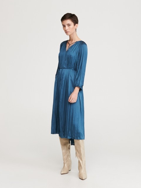 Satīna kleita