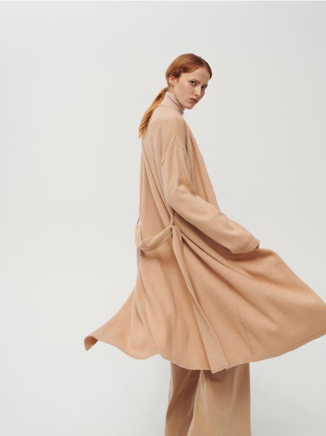 Jetzt shoppen! Mantel mit Wollanteil und Gürtel, RESERVED, XJ720 82X