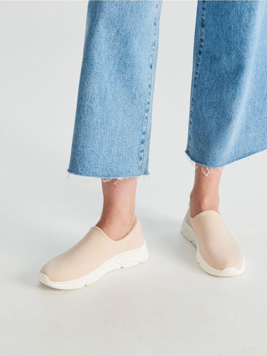 Buty typu slip-on