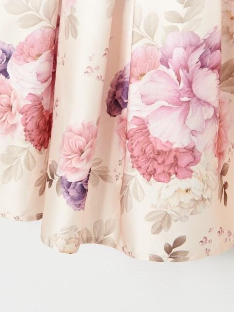Satynowa sukienka w kwiaty