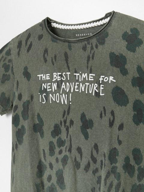 T-shirt w cętki z napisem