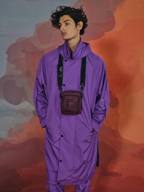 Wodoodporny płaszcz z kapturem