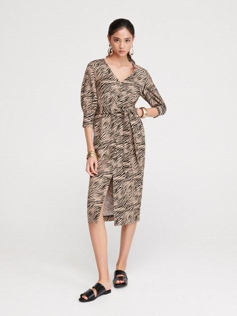 Sukienka z wzorem w tygrysie paski