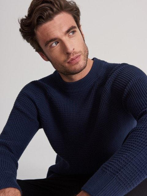 Bawełniany sweter o wyraźnej strukturze