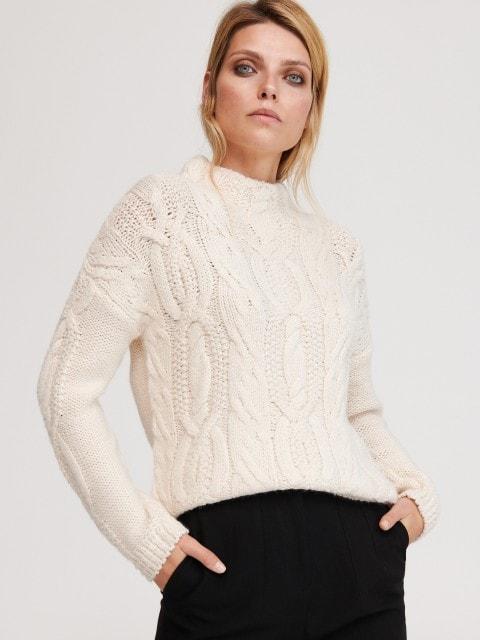 Sweter z dekoracyjnym splotem