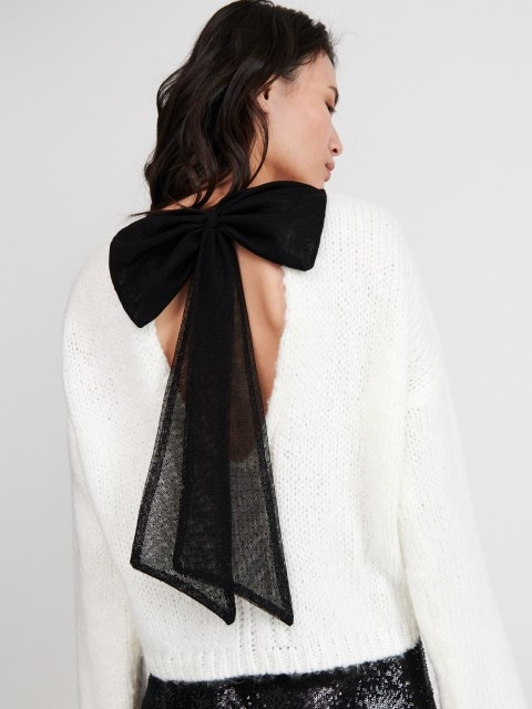 Sweter z kokardą na plecach