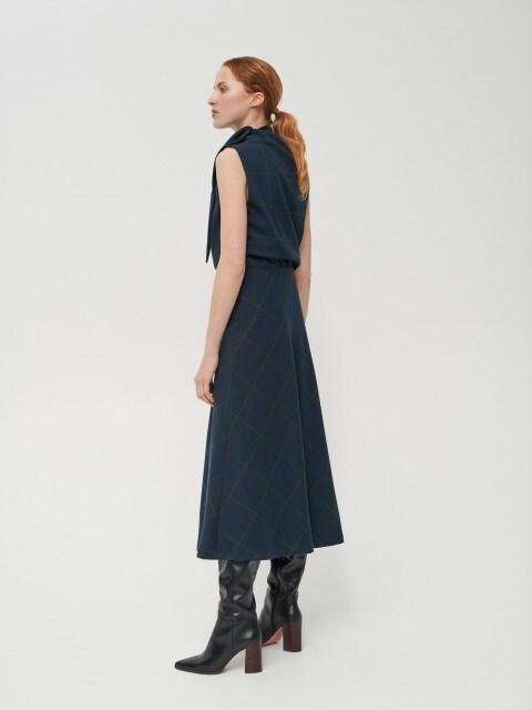 Платье с декоративной завязкой