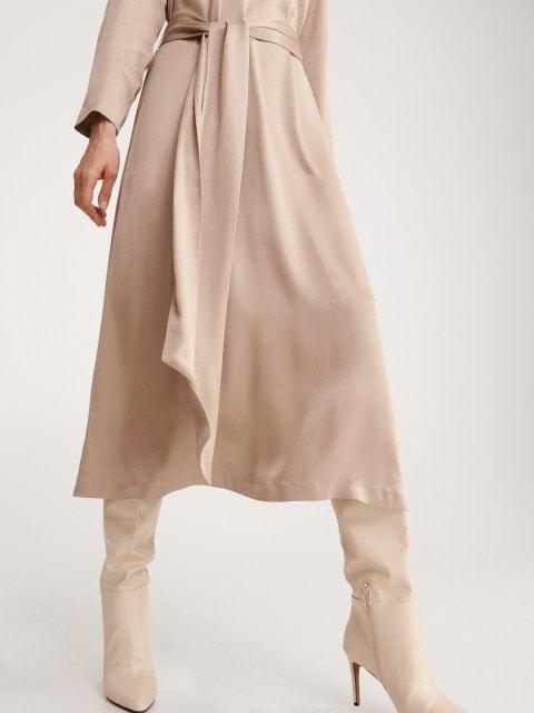 Атласное платье с воротником гольф