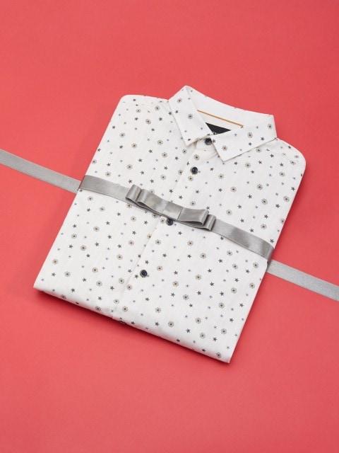 Рубашка slim fit с рождественским принтом