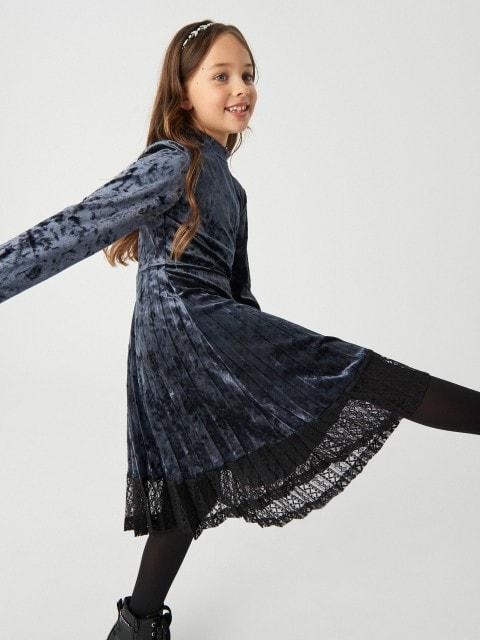 Велюровое платье с кружевом
