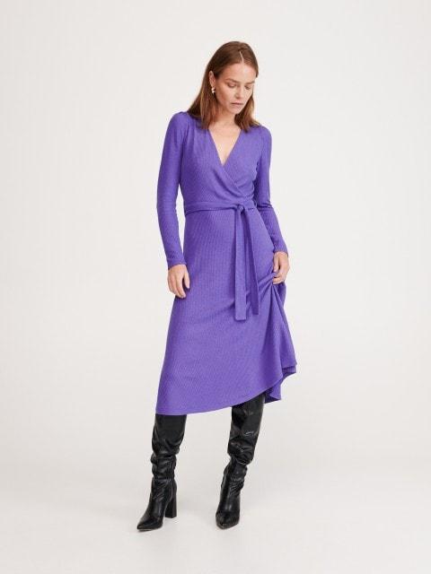Платье из трикотажа в рубчик