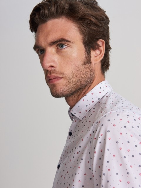 Regular fit shirt with Christmas pattern