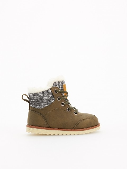 Insulated ankle boots