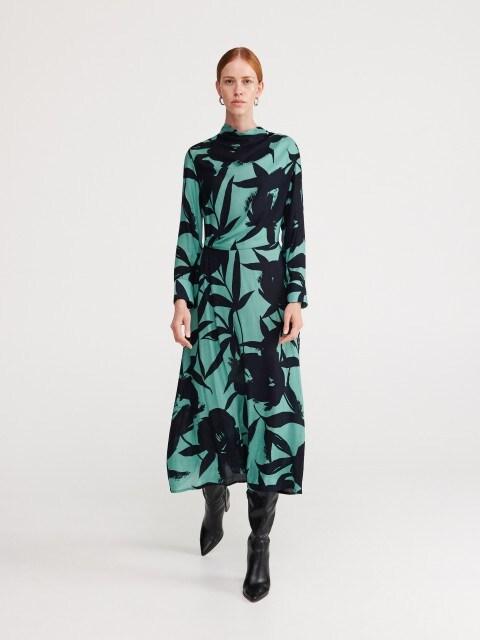 Šaty zo žakárovej látky